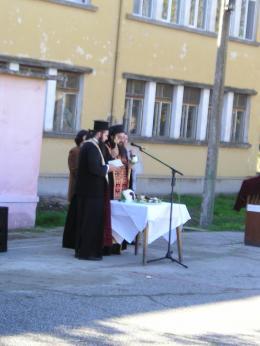 Освещаване - ОУ Св. Св. Кирил и Методий - село Ковачица, общ. Лом